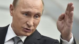 La Russie accuse Israël d'avoir abattu son avion de guerre électronique! Elle se réserve le droit de contre attaquer, et son armée aimerait prendre une telle mesure mais, malheureusement, elle est limitée dans ses actions par les membres de la 5ecolonne au sein du gouvernement russe… et la propagande médiatique sioniste russe! Osera t'elle?